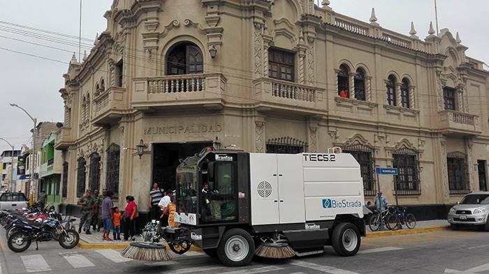 Municipalidad Provincial de Lambayeque Adquiere Barredora Vial